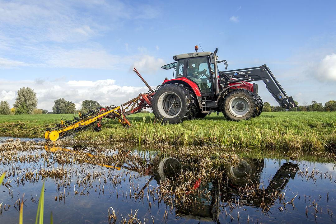 Boeren beheren sloten en watergangen in de Krimpenerwaard. - Foto: Roel Dijkstra