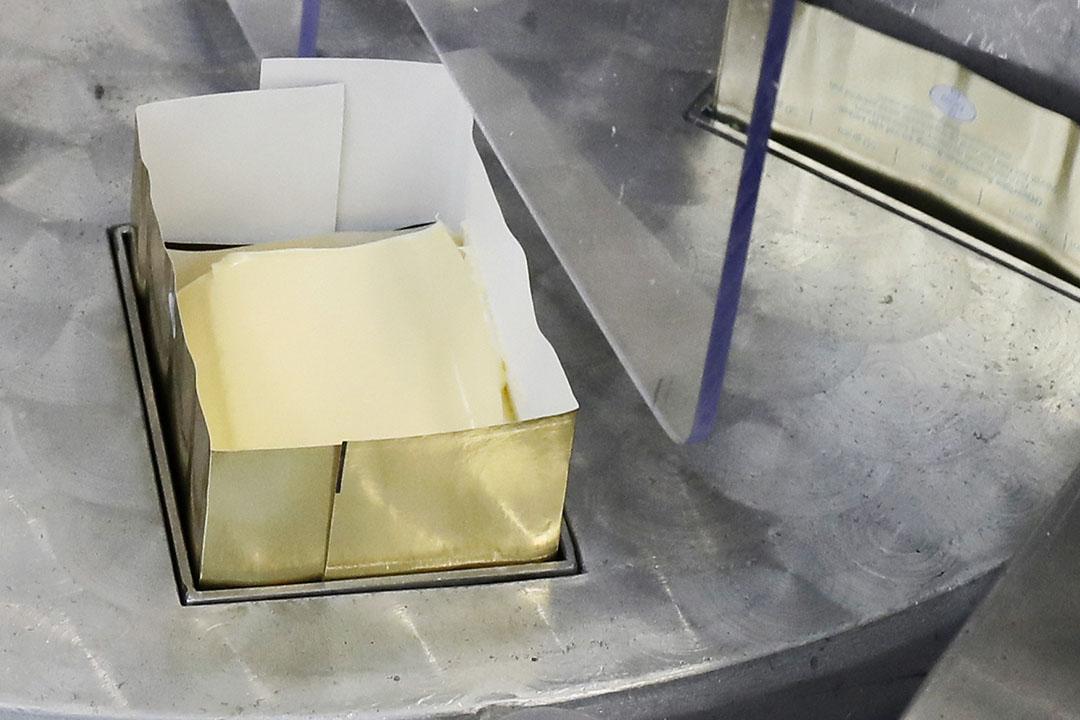 Boter inpakken. Foto: Ruud Ploeg
