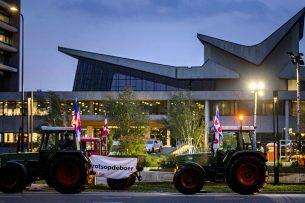 In oktober trokken boeren naar het provinciehuis in Brabant om een debat over de stikstofregels bij te wonen. - Foto: ANP - Foto: Remko de Waal