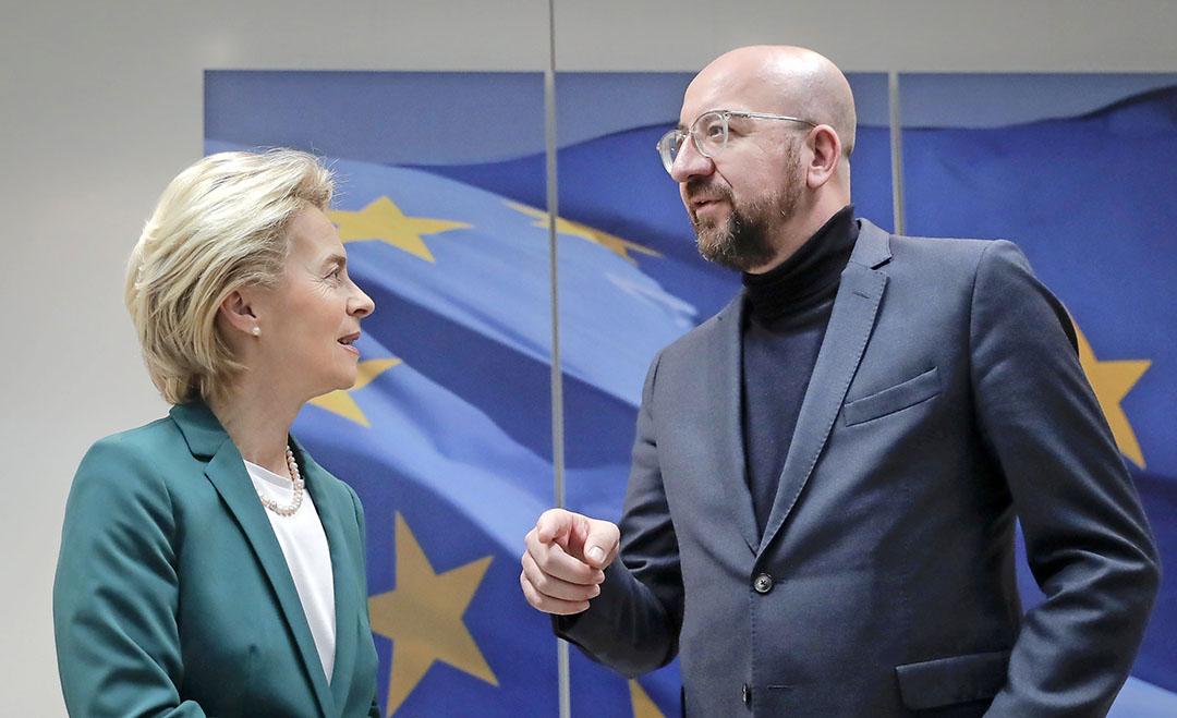 EU-leiders Ursula von der Leyen en Charles Michel die namens de EU het brexit-akkoord hebben ondertekend. - Foto: ANP