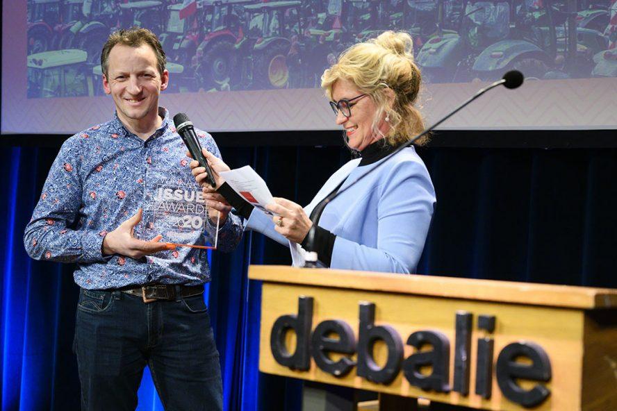 Bart Kemp van Agractie neemt de Issue-award in ontvangst. - Foto: ANP