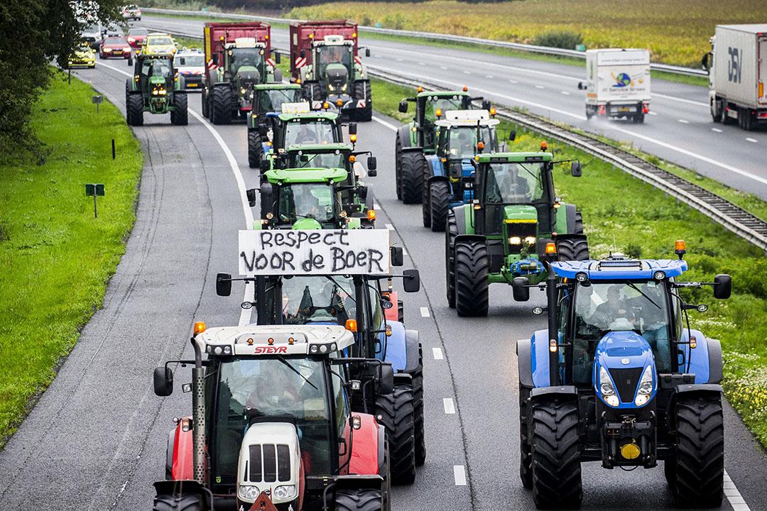 Trekkers op de snelweg A28 tijdens het boerenprotest op 1 oktober 2019. - Foto: ANP
