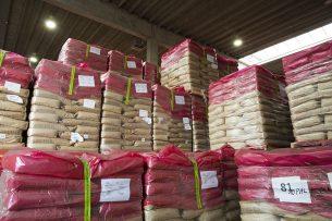 De interventie voor mageremelkpoeder staat al open, tot 109.000 ton. Dat zal niet genoeg zijn, is de inschatting. Grote vraag is: wat dan? - Foto: Twan Wiermans