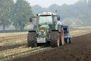 In de categorie waar de landbouw bijhoort, nam het aantal mensen dat hun inkomen als zelfstandige verdient af met 4.000 naar 86.900. - Foto: Henk Riswick
