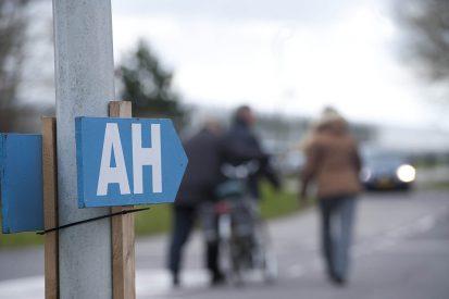 Albert Heijn-klanten bezoeken A.C. Hartman in Sexbierum op AH-dagen. Bij het faillissement van AH-leverancier A.C. Hartman lijdt de Rabobank verliezen. - Foto: Groenten&Fruit