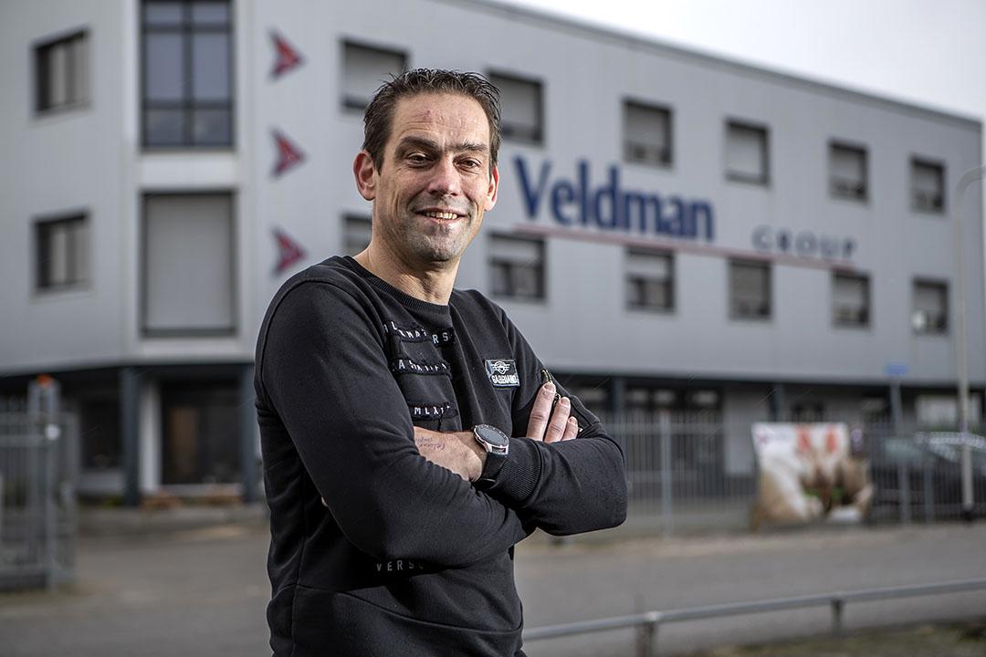 Ard Hoornenborg (46) is projectleider bij Veldman Techniek in Raalte. Vanuit dit Overijsselse dorp begeleidt hij voornamelijk in Noord - en Oost Nederland projecten in de varkenshouderij. - Foto: Ronald Hissink