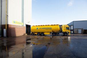 Vrachtwagen van coöperatie De Samenwerking. - Foto: Herbert Wiggerman.