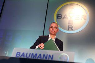 Topman Werner Baumann van Bayer tijdens de persconferentie afgelopen donderdag 27 februari. - Foto: EPA