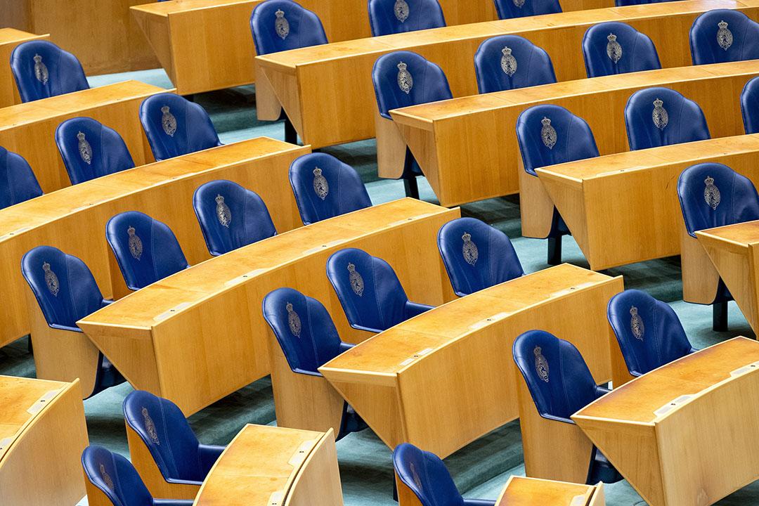 Een lege plenaire zaal in de TWeede Kamer vanwege het geringe aantal fysieke vergaderingen door de coronacrisis. - Foto: ANP