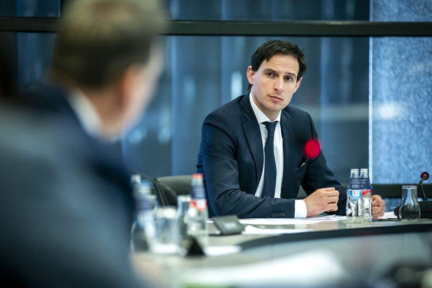 Minister Wopke Hoekstra van Financien tijdens een wetgevingsoverleg. De minister en kamerleden overleggen over de begrotingen voor een noodpakket aan maatregelen, dat door het kabinet werd afgekondigd. - Foto: ANP