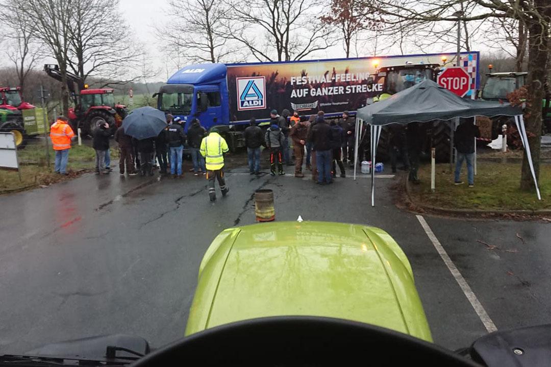 Blokkade bij Aldi Beverstedt - Foto: Misset