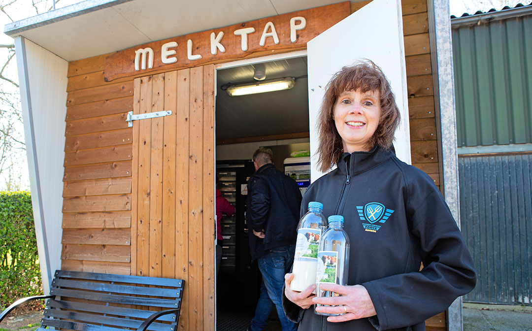 Esther Vermuë heeft samen met haar echtgenoot een melkveebedrijf in het Zeeuwse Kapelle. - Foto: Peter Roek