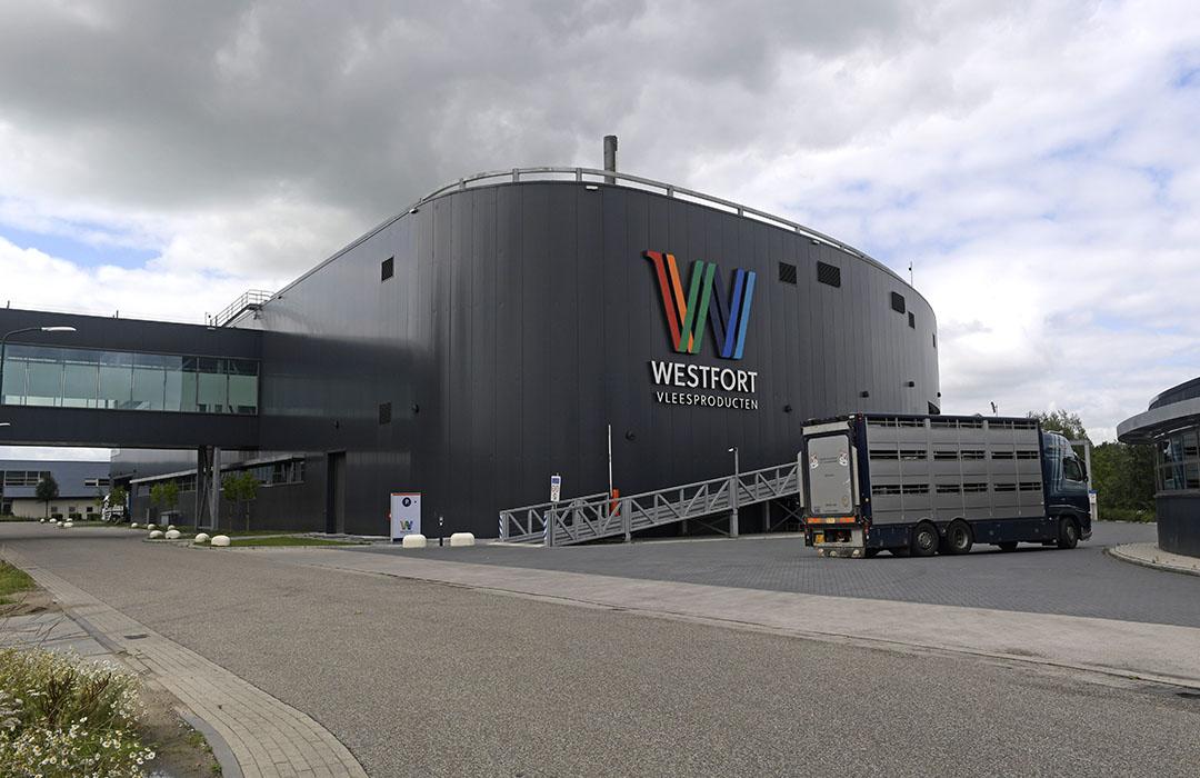 Slachterij Westfort in IJsselsein hoeft naar aanleiding van het gebleken besmettingspercentage geen extra maatregelen te nemen. Foto: Fotopersbureau Dijkstra