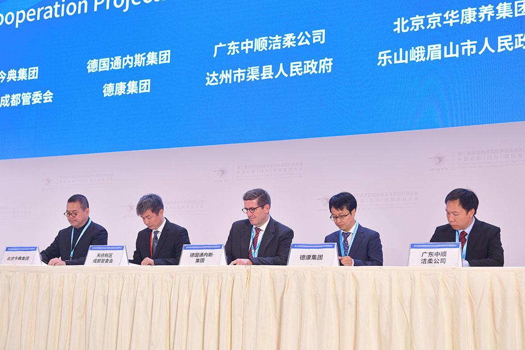 Ondertekening van joint venture-overeenkomst tussen Tönnies en het Chinese Dekon. - Foto: Ouyangjie