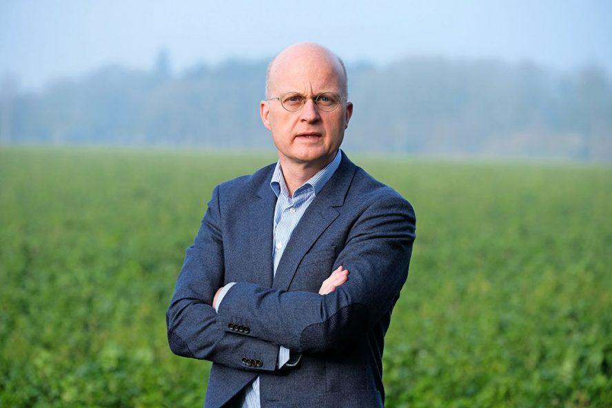 """Jan Schreuder: """"Ik ga akkerbouwers niet vertellen wat ze moeten doen. Hoe ze klimaatverandering moeten ondervangen. Een agrarisch ondernemer weet dat heel goed zelf hij doet namelijk al zijn best om zijn bedrijf zo goed mogelijk door te geven aan de volgende generatie."""" - Foto: Jan Willem van Vliet"""