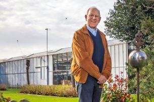 Marius Varekamp (1942) was behalve glastuinder van 1970 tot 1986 lid van de Provinciale Staten van Zuid-Holland voor de VVD, voorzitter van het KNLC en in de jaren 80 en 90 voorzitter van het Landbouwschap. Van 1995 tot 2003 zat hij in de Eerste Kamer. Tussendoor was hij ook nog jarenlang voorzitter van de Westlandse bloemenveiling. - Foto: Dennis Wisse