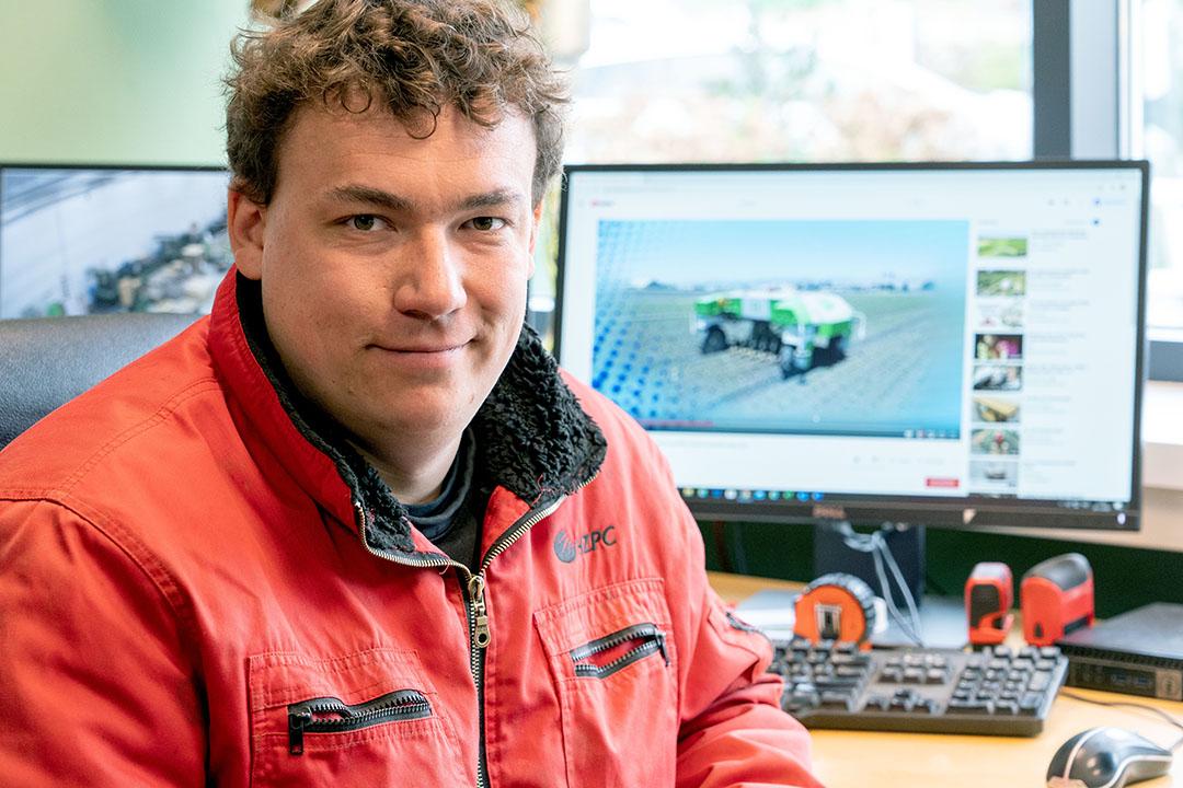 Nico Knibbe runt met zijn ouders en broers een akkerbouwbedrijf in de Wieringermeer. Het bouwplan bestaat uit 350 ha ijsbergsla, pootaardappelen, uien, peen, bieten en tarwe. - Foto: Jan Willem Schouten