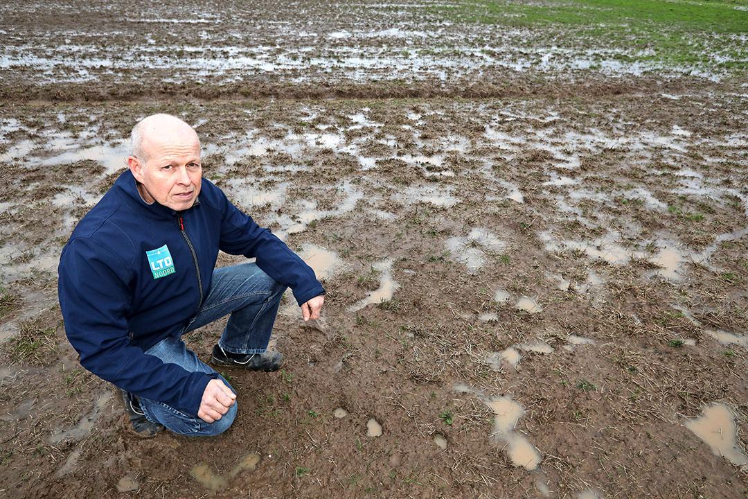 """Jan van Huet: """"In de toekomst gaan we misschien stroken mais aanleggen om de verspreiding van muizen tegen te gaan."""" - Foto: Henk Riswick"""