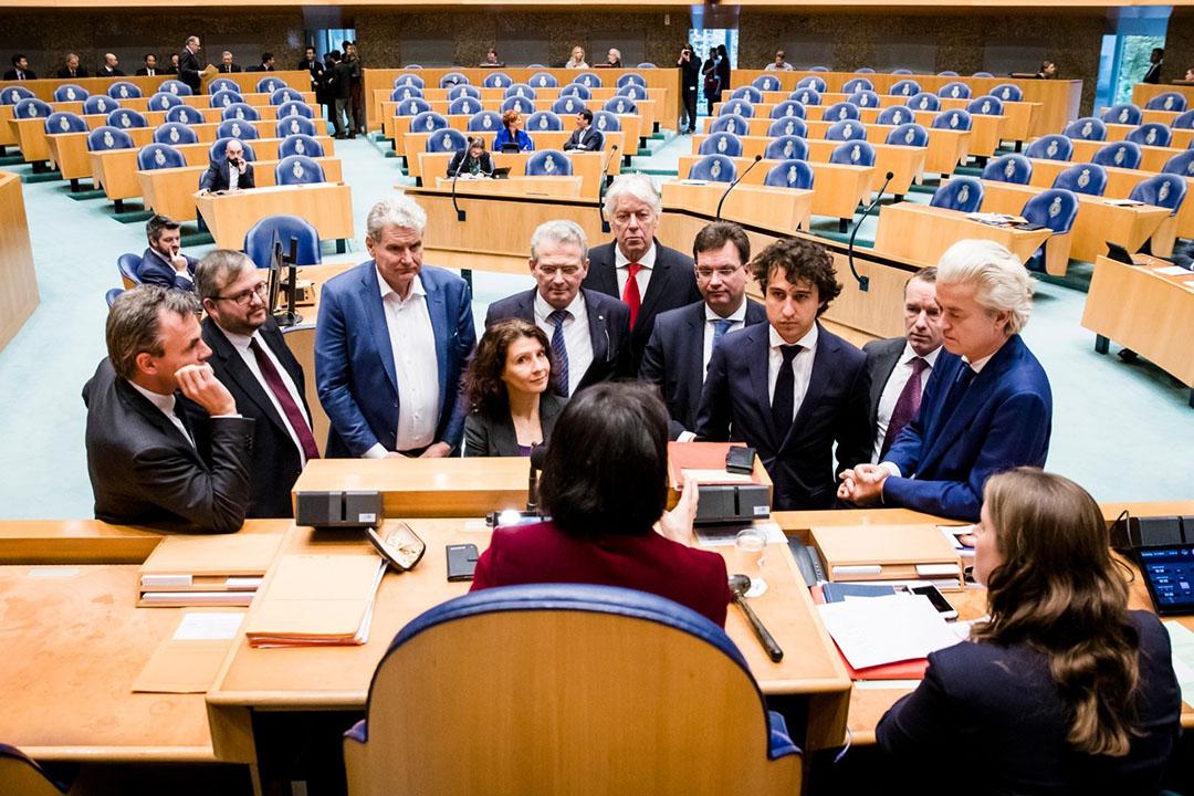 Van links naar rechts: Mark Harbers (VVD), Frank Futselaar (SP), William Moorlag (Pvda), Ether Ouwehand (Pvdd), Roelof Bisschop (SGP), Jaco Geurts (CDA), Jesse Klaver (Groenlinks), Wybren van Haga en Geert Wilders (PVV) tijdens het Tweede Kamerdebat over een snelle oplossing voor de stikstof- en PFAS-problematiek eind vorig jaar. - Foto: ANP