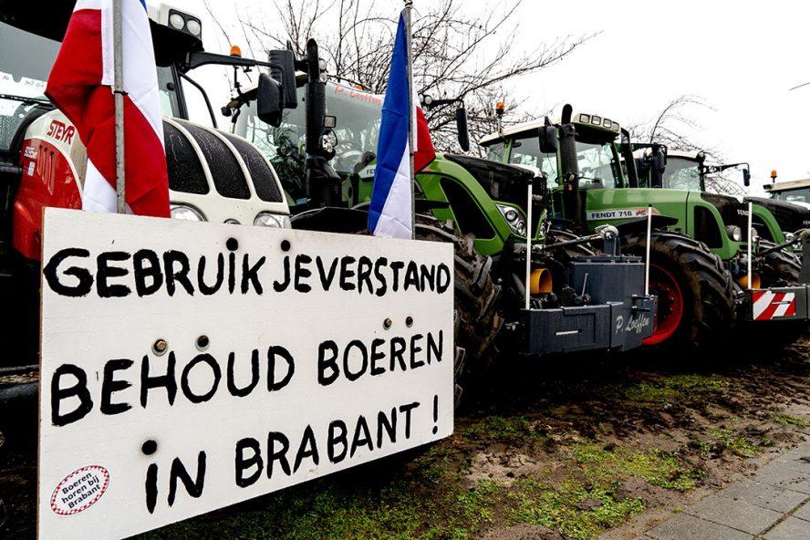 13 december 2019: boeren protesteren bij het provinciehuis van Noord-Brabant tegen het stikstofbeleid van de provincie. - Foto: ANP