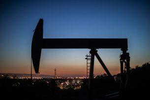 De enorme schommelingen hebben alles te maken met de coronacrisis en de gevolgen daarvan voor onder meer de olieprijzen. - Foto: AFP