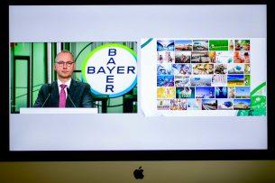 Bayer-topman Werner Baumann tijdens de jaarlijkse aandeelhoudersvergadering die online werd gehouden vanwege het coronavirus. - Foto: ANP
