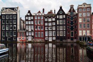 Grachtenpanden in Amsterdam. Foto: Canva