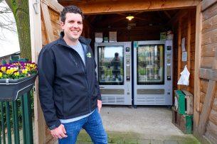 Arno van Son (32) in Valkenswaard heeft met zijn ouders een gesloten varkensbedrijf en runt een huisverkoop en kinderopvang. - Foto: Bert Jansen