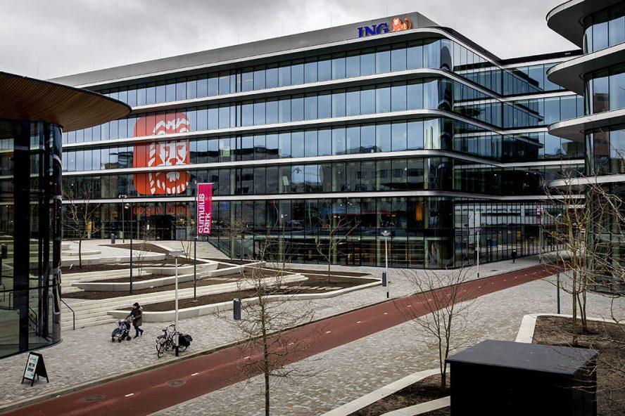 Hoofdkantor ING in Amsterdam. De Nederlandse banken steunen bedrijven inmiddels met €11 miljard. - Foto: ANP