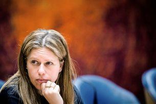 Landbouwminister Carola Schouten is met haar ministeriële regeling op de stoel van de ondernemer én van de voerfabrikant gaan zitten. - Foto: ANP