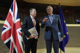 David Frost (l.) en Michael Barnier (r.). - Foto: EPA