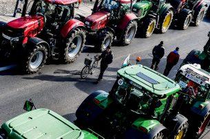 Ruim 1.500 boeren demonstreren met trekkers in Dresden op 5 maart 2020 tegen het agrarische beleid van de Duitse en Europese politiek.  - Foto: EPA