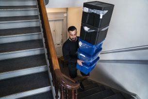 Een bezorger brengt producten aan huis. Foto: ANP