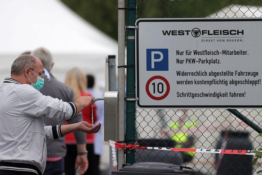 Vorige week moest Westfleisch ook al de slachtbedrijvigheid in de fabriek in Coesfeld in Noordrijn-Westfalen staken wegens een corona-uitbraak. Foto: ANP