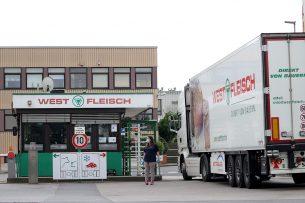 Westfleisch stopt de samenwerking met een arbeidsbemiddelaar, waarvan veel mensen positief zijn getest op corona. Foto: ANP