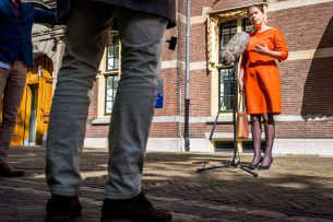 Landbouwminister Carola Schouten komt aan op het Binnenhof voor de wekelijkse ministerraad, vrijdag 15 maart. - Foto: ANP
