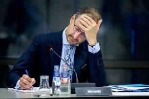 Minister Eric Wiebes van Economische Zaken en Klimaat tijdens het debat met de Kamercommissie voor Economische Zaken over het Noodpakket banen en economie. - Foto: ANP