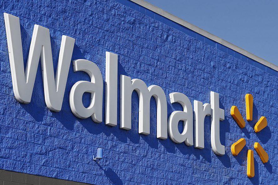 Het logo van Walmart aan de buitenkant van een winkel in Sulphur Springs in de Verenigde Staten. - Foto: ANP