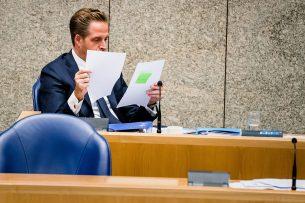 De zoönosestructuur werd in het leven geroepen, waarmee niet landbouwminister Schouten, maar minister van volksgezondheid Hugo de Jonge leidend is in de aanpak van de problematiek. Foto: ANP