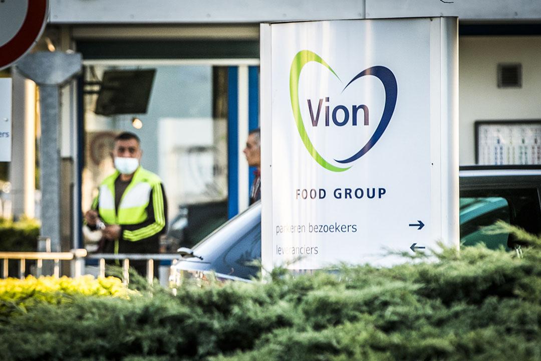 Een speciaal Nederlands-Duits team gaat toezien op het vervoer van arbeidsmigranten naar Vion. - Foto: ANP