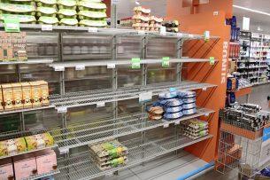 Vrijwel leeg eierschap in een Albert Heijn-winkel eind maart, als gevolg van corona en hamstergedrag. - Foto: Hans Bijleveld