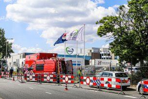 De politie heeft woensdag 27 mei de slachterij van vleesverwerker Vion in Apeldoorn afgesloten omdat daar de coronarichtlijnen waren geschonden. - Foto: ANP
