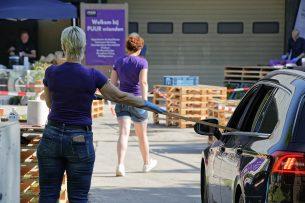 'Horecateler' PUURgroente in Middenmeer (N.-H.) probeert het omzetverlies te verkleinen met een drive-in verkoop van culinaire maaltijden. - Foto: Lex Salverda