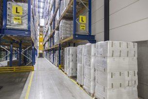 De opslag van mageremelkpoeder. Het product werd op de GDT-veiling van Fonterra duurder verkocht. - Foto: Koos Groenewold