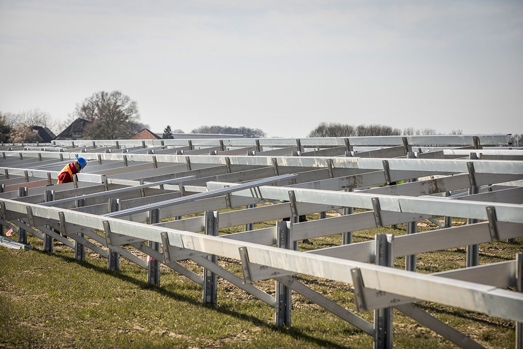 Bouw zonnepark op landbouwgrond. Foto: Koos Groenewold