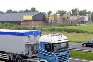 Veel boeren zien liever niet dat agrarische stikstofruimte kan worden opgekocht door kapitaalkrachtige partijen als wegenbouwers. - Foto: Bert Jansen