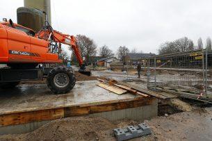 Verbouw van een ligboxenstal. Voor de eerste subsidieronde is er €9 miljoen voor de melkveehouderij en €2 miljoen voor de kalverhouderij gereserveerd. Foto: Bert Jansen