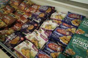 Bevroren aardappelproducten in de supermarkt in Groot-Brittannie. - Foto: Henk Riswick
