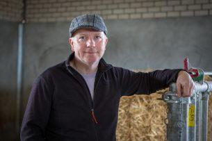 Piet Mostert constateert dat het ministerie vleesveehouderij en melkveehouderij over één kam scheert. Foto: Peter Roek