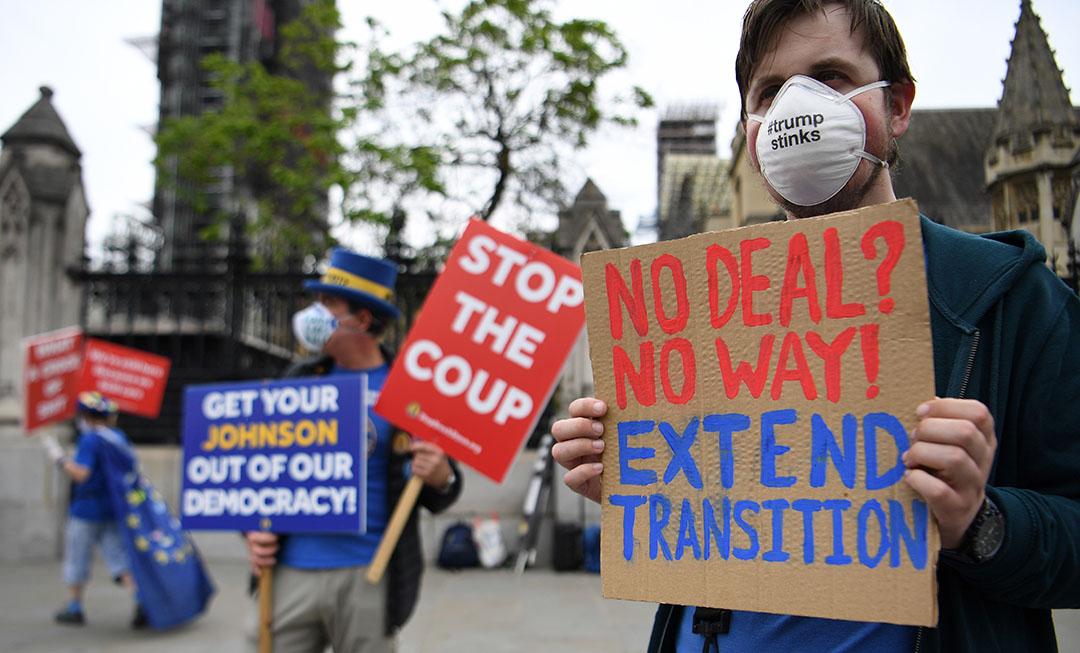 Demonstranten in Londen. Het concern probeert al wel de gevolgen van een dreigende harde brexit te beperken door bepaalde productielijnen over te hevelen naar Groot-Brittannië. Foto: ANP